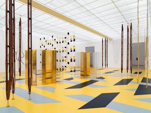 Installationen in gold und gelb