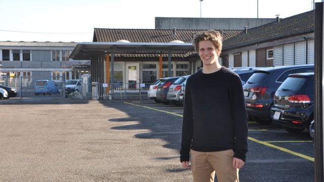 Nicola Goepfert vor dem Empfangs- und Verfahrenszentrum in Basel.