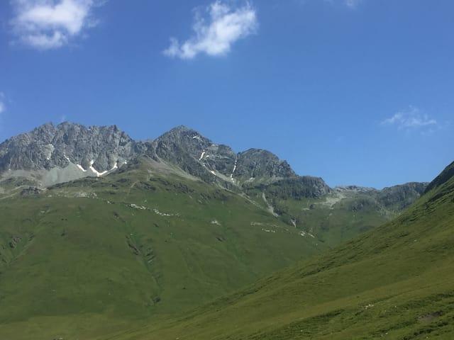 Aussicht auf eine Bergspitze
