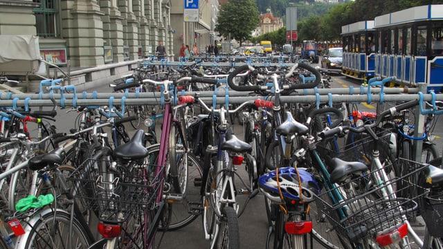 Velos am Bahnhof Luzern.
