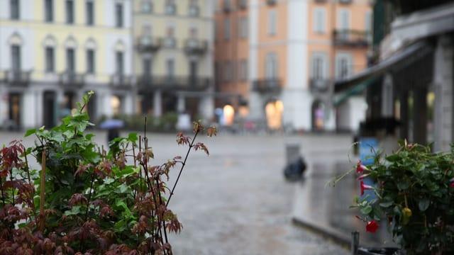 Verregnete Piazza Grande in Locarno.