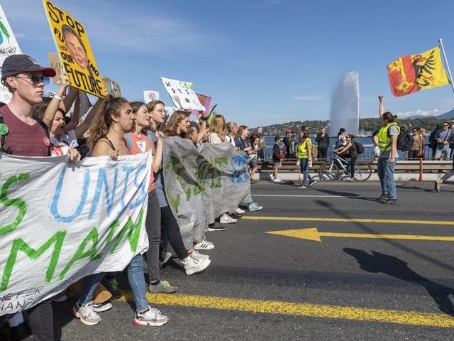 Junge Demonstranten in Genf.,
