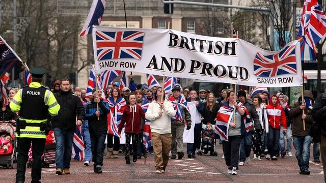 Protestanten demonstrieren in Belfast.