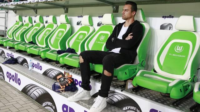 Diego Benaglio auf der Wolfsburg-Bank