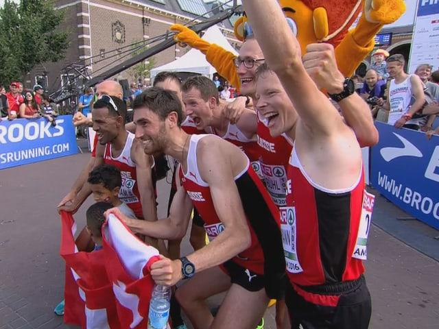Jubel über Gold im Schweizer Team.