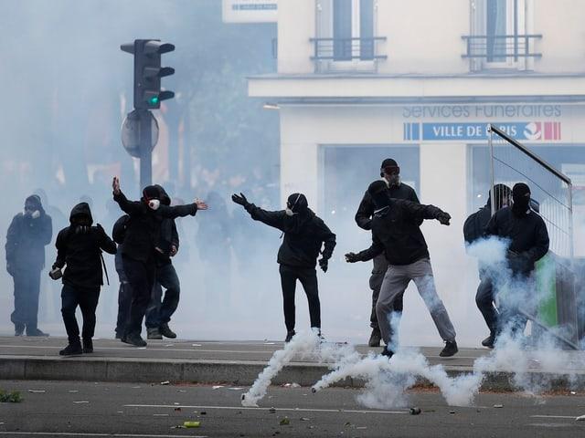 Strassenschlacht in Paris