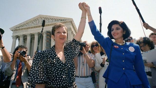 McCorvey und ihre Anwältin in Siegerinnen-Pose