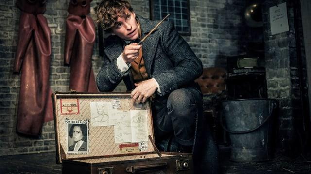 Mann mit Zauberstab
