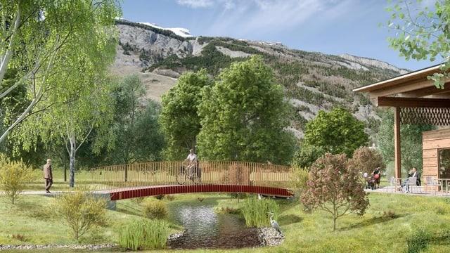 Bach mit Brücke und Radfahrer darauf. Viel grün, im Hintergrund der Calanda.