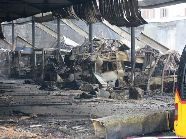 Die ausgebrannte Halle.