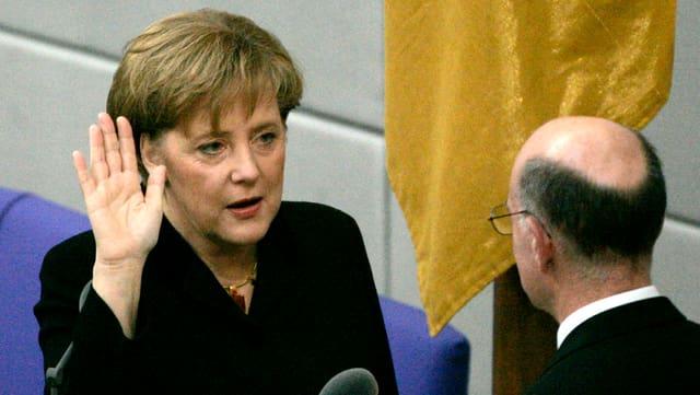 Angela Merkel bei ihrer Vereidigung im Jahr 2005.