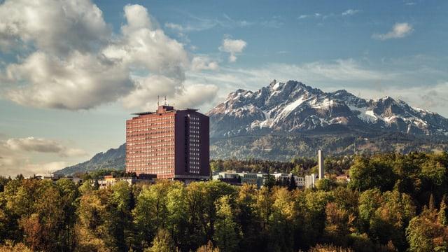 Blick auf das Kantonsspital-Hochhaus