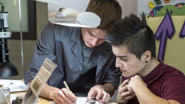 Lernendner an Berufsmesse