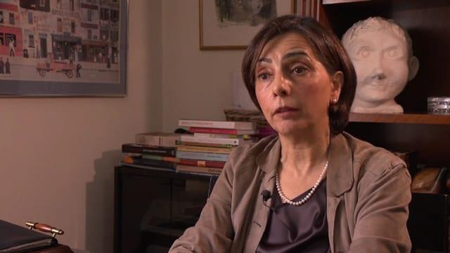 Yasmine Motarjemin im Interview.