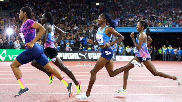 Caster Semenya an der Spitze ihrer Konkurrentinnen bei der WM in London.