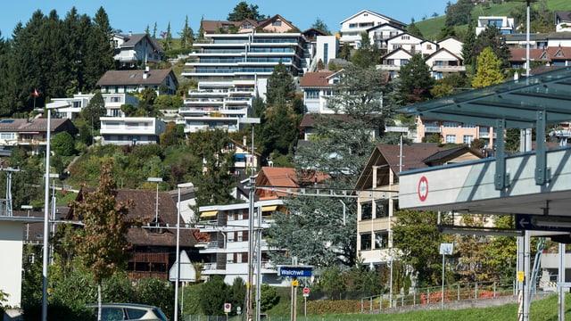 Überbauung oberhalb des Bahnhofs Walchwil.