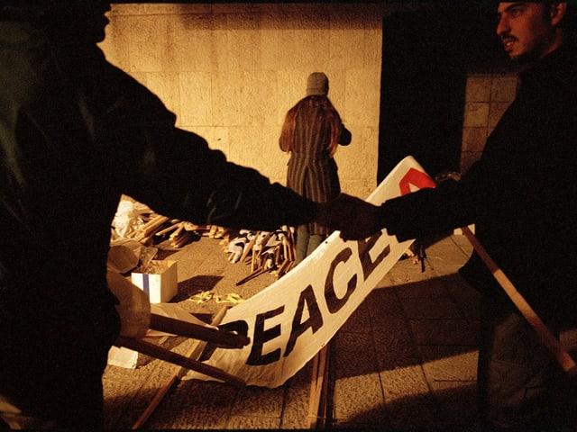 Ein «Peace»-Banner.