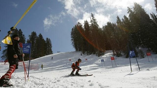 Uffants che fan cursa da skis