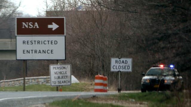 Schild mit NSA und Ausfahrt.