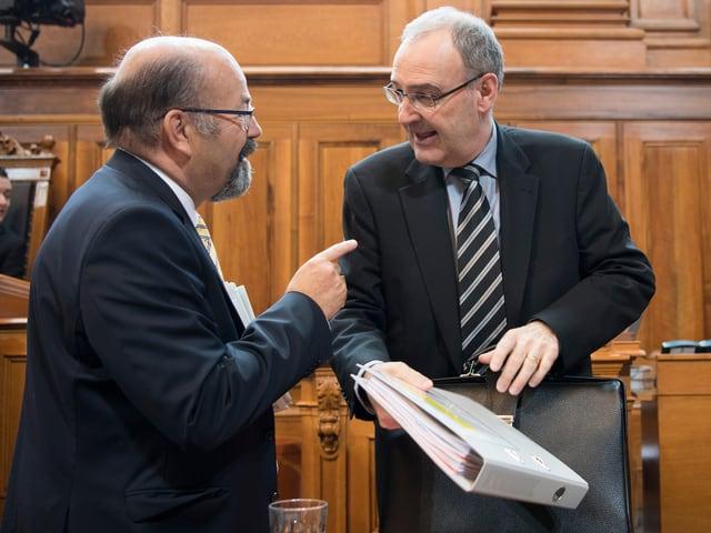 Joachim Eder (links) im Gespräch mit Bundesrat Parmelin.