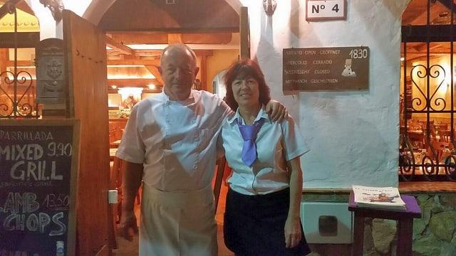 Toni und Queta Staffelbach vor ihrem Restaurant «El Sombrero».