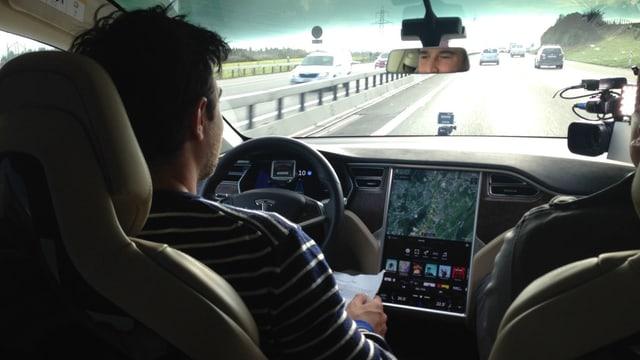 Video «Selbstfahrende Autos, Mercedes E-Klasse, Carsharing» abspielen