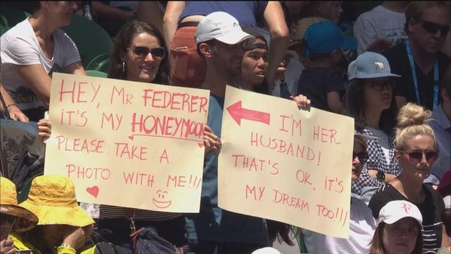 Kreative Fans bei Federers Spiel.