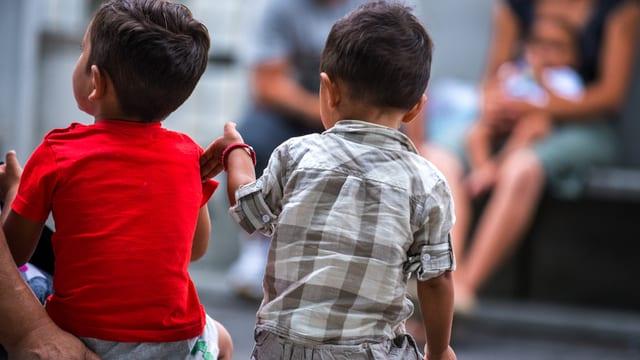 Zwei Asylbewerber-Knaben.