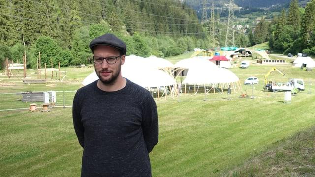 Luzi Schutz il president communal da Bravuogn Filisur è cuntent ch'il festival po ussa tuttina vegnir mannà tras.