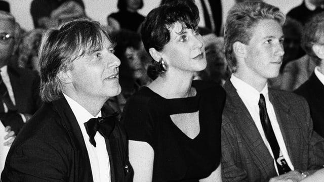 Emil, seine damalige Ehefrau Maya und sein Sohn Philipp bei einer Preisverleihung.
