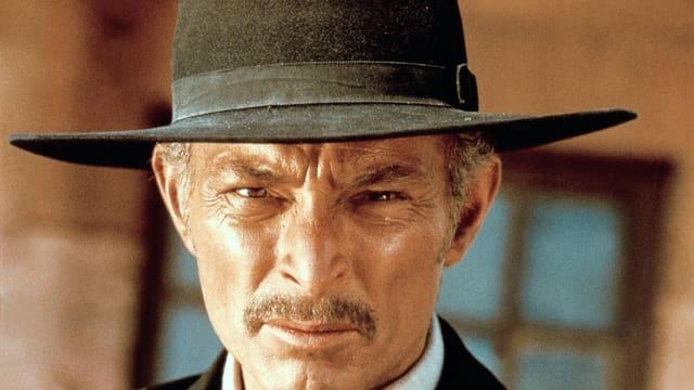 Ein Blick wie ein Laserbohrer: Lee van Cleef unter seinem staubigen Hut.