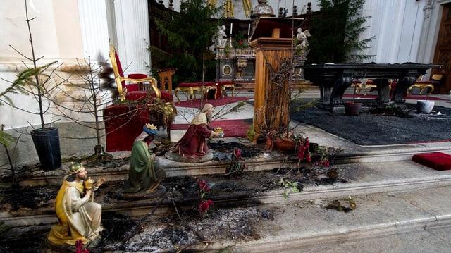 Altar nach Brand in der St. Ursenkathedrale