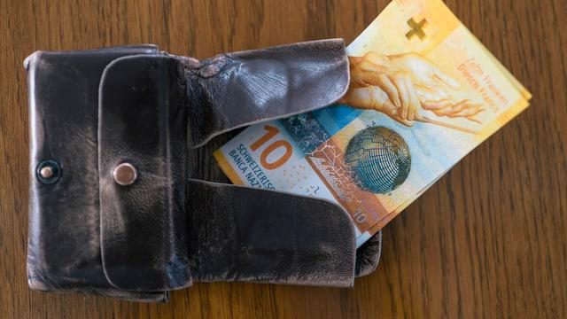Portemonnaie mit 10er-Noten. Symbolbild.