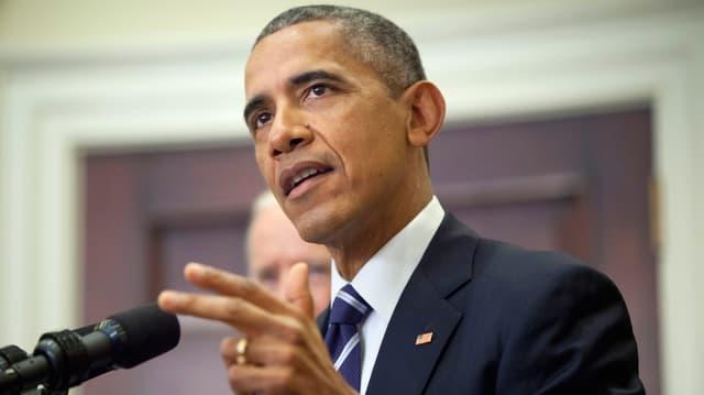 Barack Obama gibt eine Medienkonferenz.