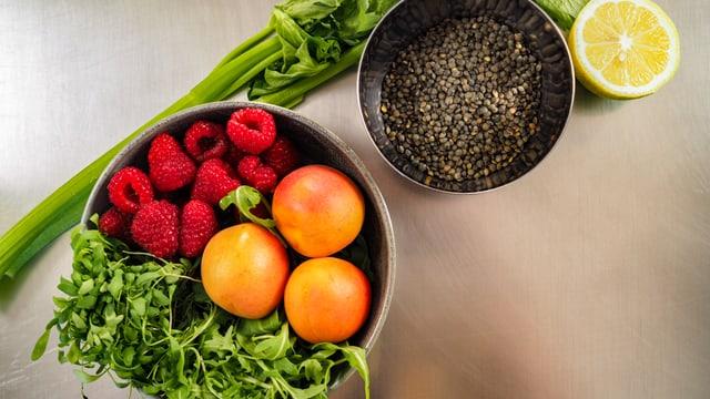 Las ingredienzas per la salata da lentiglias ed ervinas