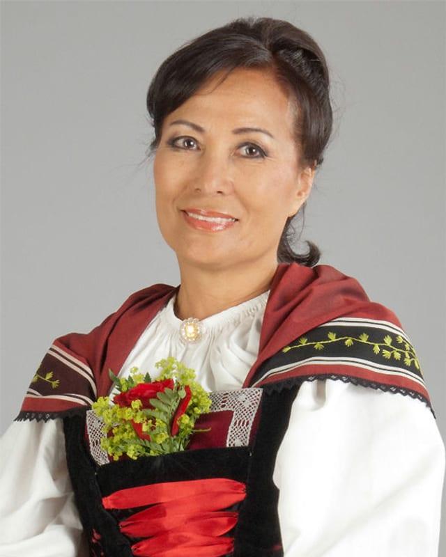 Heeja Kim in einer traditionellen Tracht.