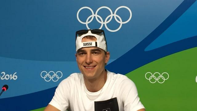 Nino Schurter a la conferenza da pressa a Rio.