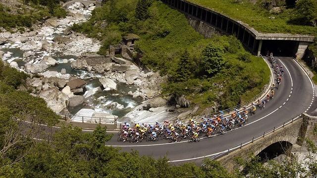 L'onn 2005 ha il Tour de Suisse traversà la Chavorgia da la Scalina.