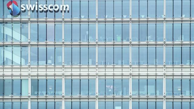 Der Blick in die Büroräumlichkeiten des Glasgebäudes des Telekomkonzerns Swisscom.