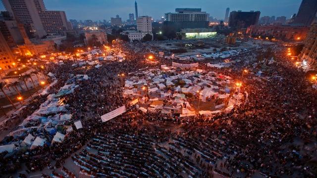 Menschen auf dem Tahrir-Platz