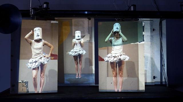 Drei Projektionen zeigen eine Frau im Ballettrock. Ihr Geischt ist bedeckt.