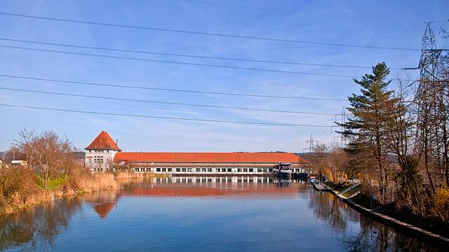 Alpiq-Wasserkraftwerk  in der Aare bei Goesgen.
