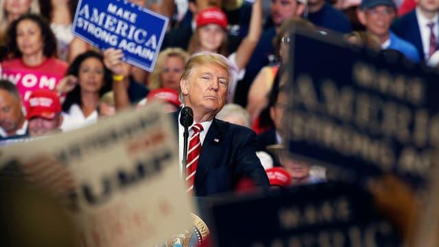 Trump spricht vor Anhängern in Arizona.