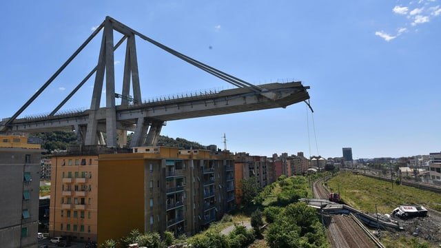 Abgebrochene  Brücke.