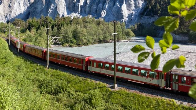 tren che charrescha tras la Ruinaulta