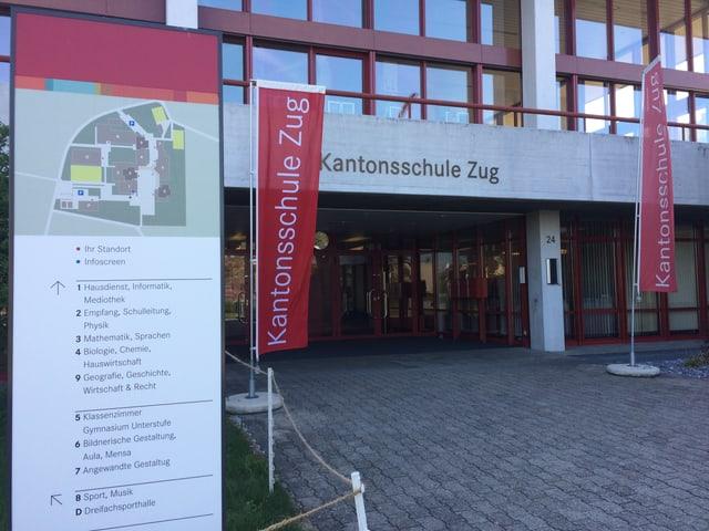 Die Kantonsschule Zug führt eine Informatik Pilotklasse. Der Ansturm war gross.