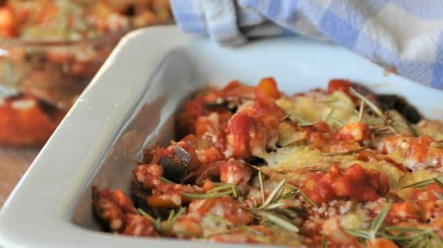 Lasagne aus altem Brot überbacken mit Gemüse-Bolognese