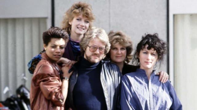 Auf dem Bild ist ein Teil der Crew der Serie «Widows» von 1983 zu sehen.