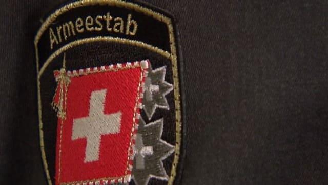 Abzeichen «Armeestab» einer Uniform der Schweizer Armee.