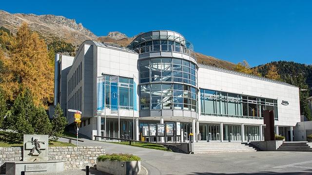 Il center da cultura e congress Rondo a Puntraschigna.